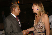 Prime Minister: Dr. Navinchandra Ramgoolam and winner Louise Briscoe. LE PRINCE MAURICE PRIZE 2006. PRINCE MAURICE HOTEL. MAURITIUS. 27 May 2006. ONE TIME USE ONLY - DO NOT ARCHIVE  © Copyright Photograph by Dafydd Jones 66 Stockwell Park Rd. London SW9 0DA Tel 020 7733 0108 www.dafjones.com