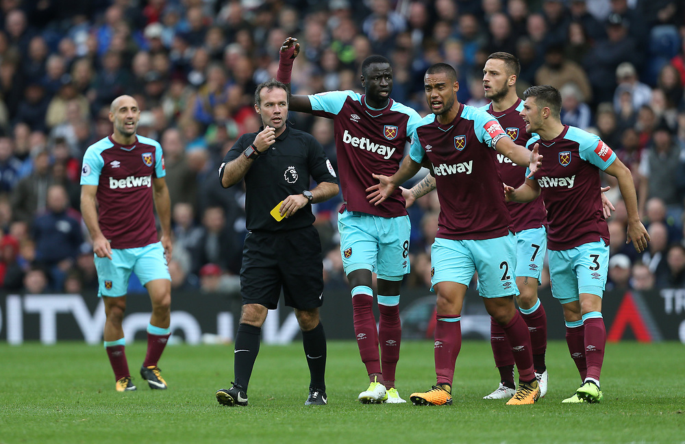 West Ham players appeal to referee Paul Tierney<br /> <br /> Photographer Rob Newell/CameraSport<br /> <br /> The Premier League - West Bromwich Albion v West Ham United - Saturday 16th September 2017 - The Hawthorns - West Bromwich<br /> <br /> World Copyright © 2017 CameraSport. All rights reserved. 43 Linden Ave. Countesthorpe. Leicester. England. LE8 5PG - Tel: +44 (0) 116 277 4147 - admin@camerasport.com - www.camerasport.com