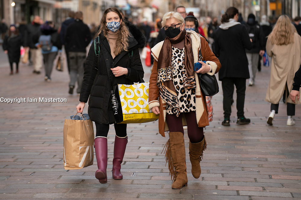 Glasgow, Scotland, UK. 23 December 2020.  Shoppers out in large numbers in Glasgow  city centre with 2 shopping days to fog until Christmas and then the start of a possibly long strict lockdown. Iain Masterton/Alamy Live News.
