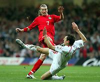 Fotball<br /> VM-kvalifisering<br /> Wales v Polen<br /> 13.10.2004<br /> Foto: SBI/Digitalsport<br /> NORWAY ONLY<br /> <br /> Wales v Poland. FIFA World Cup European Qualifying Group Six. Millenium Stadium. 13/10/2004.<br /> <br /> Wales Robbie Savage colides with Polands' Radoslaw Kalyny