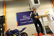 Minister-president Rutte trapt schooljaar MBO Midden-Nederland af<br /> <br /> Het bezoek start op het Horeca & Travel College van ROC Midden-Nederland. Aansluitend bezoekt de minister-president het Automotive College, een samenwerking tussen het ROC en Innovam. Bij dit leerbedrijf worden vakmensen opgeleid voor de autobranche.<br /> <br /> Prime Minister Rutte vocational school kicked off the Central Netherlands<br /> <br /> The visit starts at the College of Hospitality & Travel ROC central Netherlands. Following the Prime Minister visits the Automotive College, a cooperation between the ROC and Innovam. In this work placement professionals are trained for the automotive industry.
