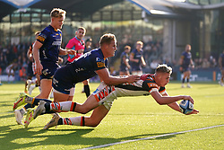 Leicester Tiger's Freddie Steward (right) scores his side's fourth try prior to it being disallowed by TMO during the Gallagher Premiership match at Sixways Stadium, Worcester. Picture date: Saturday October 16, 2021.