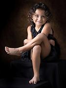 photo en couleur d'une petite fille qui sourit