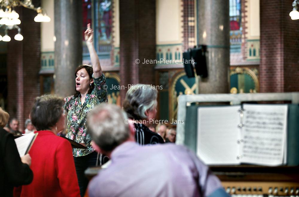 Nederland, Amsterdam , 12 april 2015.<br /> De kerkdienst vanmorgen in de Dominicuskerk<br /> Foto:Jean-Pierre Jans