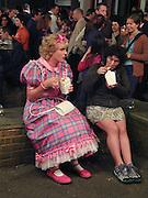 Grayson Perry. ANYA GALLACHIO, Protest & Survive opening. Whitechapel. 14 September 2000. © Copyright Photograph by Dafydd Jones 66 Stockwell Park Rd. London SW9 0DA Tel 020 7733 0108 www.dafjones.com