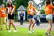 Puttershoek , 16-6-2020 ,Alcazar Events <br /> <br /> Koningin Maxima tijdens de ondertekening van het MuziekAkkoord Hoeksche Waard, het lokale samenwerkingsconvenant voor muziekonderwijs op de basisschool. Het akkoord is een onderdeel van het programma Méér Muziek in de Klas Lokaal van de stichting Méér Muziek in de Klas, waar Koningin Máxima erevoorzitter van is.<br /> <br /> Queen Maxima during the signing of the Music Agreement Hoeksche Waard, the local cooperation agreement for music education at primary school. The agreement is part of the Méér Muziek in de Klas room program of the Méér Muziek in de Klas foundation, of which Queen Máxima is honorary chair.