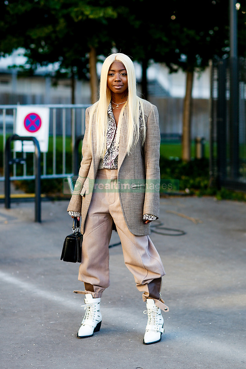 Street style, Siobhan Bell arriving at Chloe spring summer 2019 ready-to-wear show, held at Maison de la Radio, in Paris, France, on September 27th, 2018. Photo by Marie-Paola Bertrand-Hillion/ABACAPRESS.COM