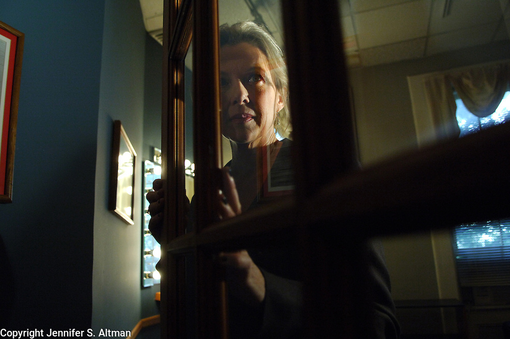 Actress Annette Bening is seen at Murray Hill Studios in Manhattan, NY.  Bening is in the film Running With Scissors. 10/25/2006 Photo by Jennifer S. Altman/For The Times