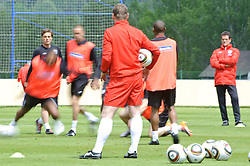 19.05.2010, Arena, Irdning, AUT, FIFA Worldcup Vorbereitung, Training England, im Bild die Mannschaft, Fabio Capello, Teamchef England, EXPA Pictures © 2010, PhotoCredit: EXPA/ S. Zangrando / SPORTIDA PHOTO AGENCY