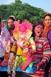 September 15, 2016 - Bikaner, Rajasthan, India - Ganpati immersion procession with drum beating, gulal, slogans in traditional way at sagar pond. (Credit Image: © Dinesh Gupta/Pacific Press via ZUMA Wire)
