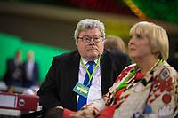 DEU, Deutschland, Germany, Berlin, 16.06.2017: Reinhard Bütikofer und Claudia Roth beim Bundesparteitag von Bündnis90/Die Grünen im Velodrom.