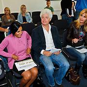 NLD/Den Haag/20100906 - Start Alfabetiseringsweek met installatie forum A tot Z, Neama Tahir en paul Scheffer en Daphne Deckers
