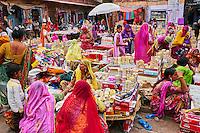 Inde, Rajasthan, Jodhpur la ville bleue, marché de Clock Tower // India, Rajasthan, Jodhpur, the blue city, bangle market
