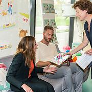 NLD/Amsterdam/20170904 - Jim Bakkum presenteert zijn kinderboek Dadoe, Jim Bakkum en Kirsten Michel