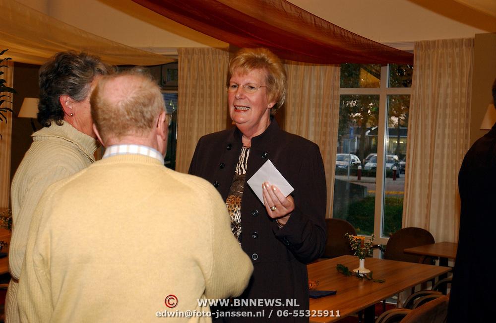 Afscheidsrecptie directeur bejaardentehuis Oversingel Weesp, Mw.