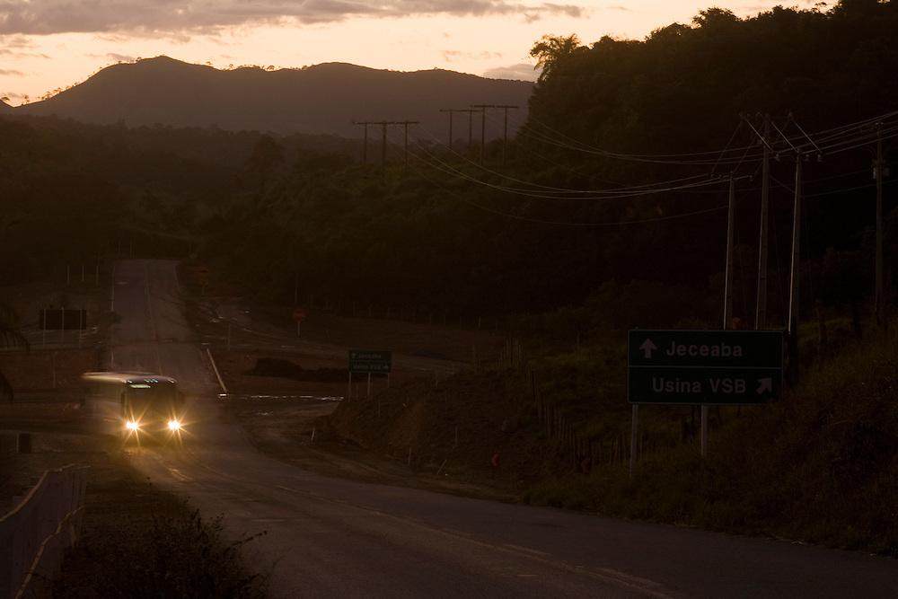 Jeceaba_MG, Brasil...Onibus em uma rodovia em Jeceaba, Minas Gerais...A bus in the motorway in Jeceaba, Minas Gerais...Foto: BRUNO MAGALHAES / NITRO