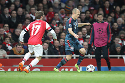 19.02.2014, Emirates Stadion, London, ENG, UEFA CL, FC Arsenal vs FC Bayern Muenchen, Achtelfinale, im Bild l-r: im Zweikampf, Aktion, mit Arjen ROBBEN #10 (FC Bayern Muenchen), Nacho MONREAL #17 (FC Arsenal London) // during the UEFA Champions League Round of 16 match between FC Arsenal and FC Bayern Munich at the Emirates Stadion in London, Great Britain on 2014/02/19. EXPA Pictures © 2014, PhotoCredit: EXPA/ Eibner-Pressefoto/ Kolbert<br /> <br /> *****ATTENTION - OUT of GER*****
