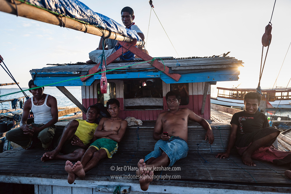Sailors from Rote island at Wangi-Wangi island, Wakatobi National Park, South East Sulawesi, Indonesia.<br /> <br /> Pelaut dari Pulau Rote di Pulau Wangi-Wangi, Taman Nasional Wakatobi, Kepulauan Tukang Besi, Sulawesi Tenggara, Indonesia