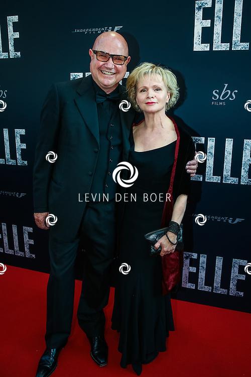 AMSTERDAM - De Nederlandse premiere van Elle, de nieuwste film van regisseur Paul Verhoeven. Met hier Renee Soutendijk en partner Ted Lensen op de rode loper. FOTO LEVIN & PAULA PHOTOGRAPHY