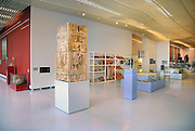 Nederland, Nijmegen, 22-3-2009Interieur van het gemeentelijk Valkhof museum. Het heeft een grote collectie van voorwerpen uit de tijd dat de Romeinen hier een legerplaats hadden. op de voorgrond een deel van een overwinningszuil, een van de pronkstukken.Foto: Flip Franssen/Hoillandse Hoogte