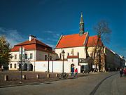 Kościół św. Idziego niewielka gotycka świątynia z XIV wieku.  Na placu im. ojca Adama Studzińskiego, przed kościołem, znajduje się pomnik w postaci krzyża, upamiętniający ofiary zbrodni katyńskiej.