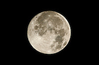 November Full Moon over New Jersey. Image taken with D3x and 400 mm f/2.8 with TC-E 20 teleconverter (ISO 100, 800 mm, f/8, 1/250 sec).