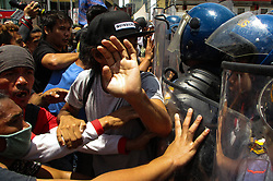 June 12, 2017 - Manila, Philippines - Filipino protesters scuffle with police as they attempt to march to the US Embassy during a rally coinciding with the 119th Philippine Independence Day in Manila, Philippines on Monday, June 12, 2017. (Credit Image: © Richard James Mendoza/NurPhoto via ZUMA Press)