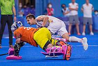 TOKIO - Florent van Aubel (Bel) scoort tegen keeper Andrew Charter (Aus)   tijdens de shoot outs na de hockey finale mannen, Australie-Belgie (1-1), België wint shoot outs en is Olympisch Kampioen,  in het Oi HockeyStadion,   tijdens de Olympische Spelen van Tokio 2020. COPYRIGHT KOEN SUYK