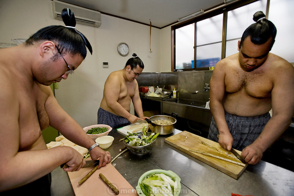 Wrestlers of the Professional Sumo Team (Musahigawa Beya): the members of Miyabiyama's Sumo Team cook and eat together while practicing for a tournament in Nagoya.