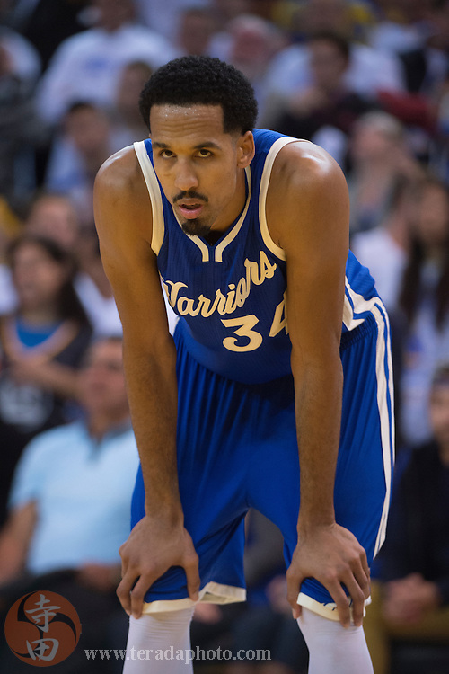 December 25, 2015; Oakland, CA, USA; Golden State Warriors guard Shaun Livingston (34) during the fourth quarter in a NBA basketball game on Christmas against the Cleveland Cavaliers at Oracle Arena. The Warriors defeated the Cavaliers 89-83.