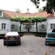 NLD/Naarden/20070924 - Boekpresentatie Jan des Bouvrie thuis Leren Kijken / Learning to Look Naarden, woning buitenzijde voorkant