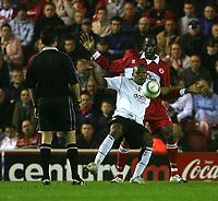 Fotball<br /> England 2004/2005<br /> Foto: SBI/Digitalsport<br /> NORWAY ONLY<br /> <br /> Middlesbrough v Fulham, Barclays Premiership, Riverside Stadium, Middlesbrough 19/04/2005<br /> <br /> Fulham's Collins John (C) is shadowed by Middlesbrough's Ugo Ehiogu (R).