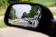 Nederland,Lent, 28-6-2012Verkeer op de provinciale weg staat in een file op weg naar een evenement in Nijmegen. Er is een nieuwe stadsbrug in aanbouw om deze route via de Waalbrug te ontlasten.Foto: Flip Franssen/Hollandse Hoogte