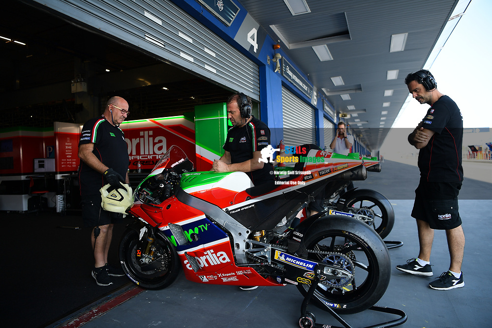 BURIRAM, THAILAND - OCTOBER 05: Aprilia Racing Team Gresini preparing for FP1 at the MotoGP PTT Thailand Grand Prix 2018, Chang International Circuit, Thailand on October 05, 2018. <br /> .<br /> .<br /> .<br /> (Photo by: Naratip Golf Srisupab/SEALs Sports Images)<br /> .<br /> Any image use must include a mandatory credit line adjacent to the content which should read: Naratip Golf Srisupab/SEALs Sports Images