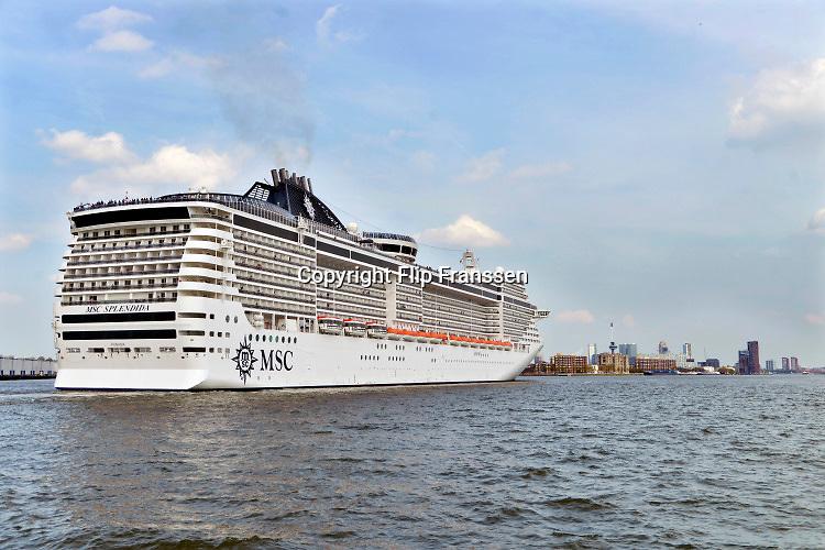 Nederland, Rotterdam, 2-5-2018 Aankomst van het cruiseschip de Splendida van rederij MSC in de rotterdamse haven. Het gaat aanleggen bij de cruiseterminal aan de wilhelminakade . FOTO: FLIP FRANSSEN