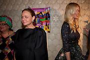 STELLA MCCARTNEY; CLAUDIA SCHIFFER,  Vogue: Fashion's Night Out: Stella McCartney. Stella McCartney, 30 Bruton Street, London. 8 September 2010.  -DO NOT ARCHIVE-© Copyright Photograph by Dafydd Jones. 248 Clapham Rd. London SW9 0PZ. Tel 0207 820 0771. www.dafjones.com.