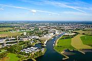 Nederland, Gelderland, Wageningen, 30-09-2015; Rijnhaven en Neder-rijn. Silo's van veevoederbedrijf AgruniekRijnvallei (land- en tuinbouwcoöperatie).<br /> Lower Rhine and harbour.<br /> luchtfoto (toeslag op standard tarieven);<br /> aerial photo (additional fee required);<br /> copyright foto/photo Siebe Swart