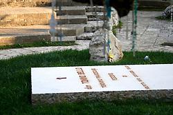 Tomba di Don Tonino Bello Vecovo di Molfetta morto nel 1993 e nato ad Alessano, Adesso la sua Tomba si trova nel cimitero di Alessano. 10/04/2010