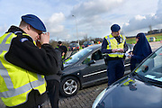 Nederland, Eijsden, 12-2-2016Grenscontrole door de marechaussee op de A2 tegen illegalen en mensensmokkelaars. (afgebeelde mensen hebben geen bezwaar gemaakt)Mensensmokkel via Belgie. The Netherlands,  Extra border security on the A2 higway by the Military Police at the border with Belgium. Foto: Flip Franssen
