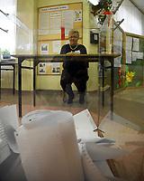 Kobylin Borzymy, woj podlaskie, 13.10.2019. Glosowanie w Obowodowej Komisji Wyborczej nr 2. W wyborach 2015 roku na PiS glosowalo tutaj 86% wyborcow N/z przewodniczaca komisji przy urnie wyborczej fot Michal Kosc / AGENCJA WSCHOD