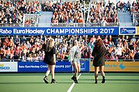 AMSTELVEEN - Optreden van Do met het lied Samen Sterker,   tijdens  de opening van het Stadion voor de Nederland - Spanje (dames) bij de Rabo EuroHockey Championships 2017.  COPYRIGHT KOEN SUYK