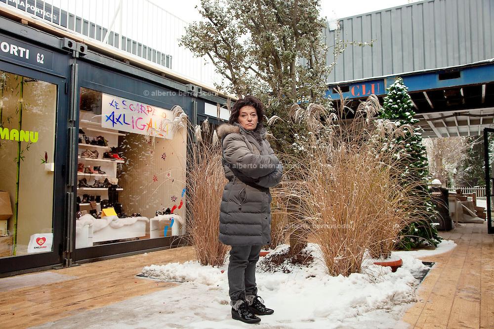 Emilia Romagna, Cavezzo, Maria Grazia Torelli, titolare negozio di scarpe