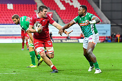 Ed Kennedy of Scarlets fends off Iliesa Ratuva of Benetton Treviso<br /> <br /> Photographer Craig Thomas/Replay Images<br /> <br /> Guinness PRO14 Round 3 - Scarlets v Benetton Treviso - Saturday 15th September 2018 - Parc Y Scarlets - Llanelli<br /> <br /> World Copyright © Replay Images . All rights reserved. info@replayimages.co.uk - http://replayimages.co.uk