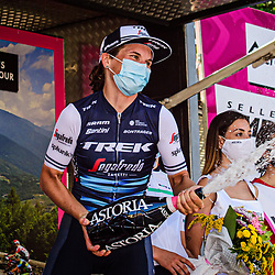 18-09-2020: Wielrennen: Giro Rosa: San Marco la Catola<br /> Elisa Longo Borghini took the stage win in the eighth stage of the Giro Rosa at the expense of Anna van der Breggen. The Italian of Trek-Segafredo was the better of the Dutch champion of Boels-Dolmans on the steep final climb to San Marco la Catola. Van der Breggen was able to take over the lead in the general classification because of her second place.18-09-2020: Wielrennen: Giro Rosa: San Marco la Catola