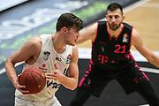 Basketball: Deutschland, 1. Bundesliga, Hamburg Towers -  Telekom Baskets Bonn, Hamburg, 12.02.2021<br /> Leon Kratzer (Bonn, r.) - Maik Kotsar (Towers)<br /> © Torsten Helmke