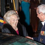 NLD/Amsterdam/201804245 - 20180424 koninklijke familie bij Corps Diplomatique diner 2018, vertrek Beatrix begeleid door hofmaarschalk Sjoerd Klein Schiphorst