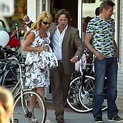 NLD/Naarden/20080521 - TV opname serie Gooise Vrouwen, Linda de Mol en Peter Paul Muller