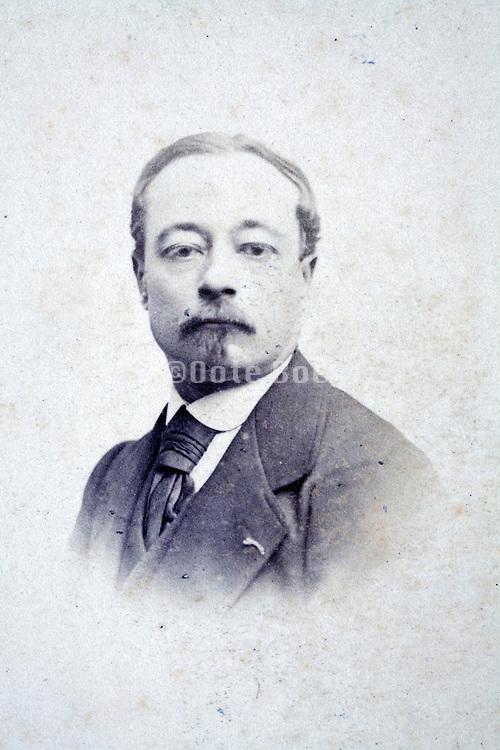 studio portrait man late 1800s