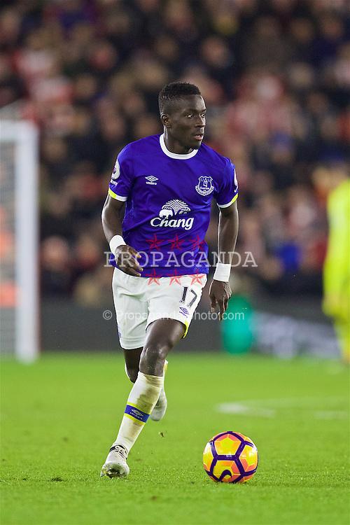 SOUTHAMPTON, ENGLAND - Saturday, November 19, 2016: Everton's Idriss Gana Gueye in action against Southampton during the FA Premier League match at St. Mary's Stadium. (Pic by David Rawcliffe/Propaganda)