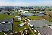 Nederland, Overijssel, Gemeente Kampen, 03-10-2010; Kassen in de Koekoekspolder polder De Koekoek), ten oosten van IJsselmuiden, Kampen aan de horizon. Het glastuinbouwgebied mag niet verder uitbreiden richting de nabijgelegen Polder Mastenbroek, een nationaal beschermd landschap. .Greenhouses in Polder Koekoek, east of IJsselmuiden, Kampen on the horizon. The greenhouse area may not expand toward the nearby Mastenbroek polder, a nationally protected landscape..luchtfoto (toeslag), aerial photo (additional fee required).foto/photo Siebe Swa